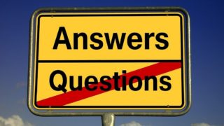Ortsschild Answers - Questions- Questions ist durchgestrichen